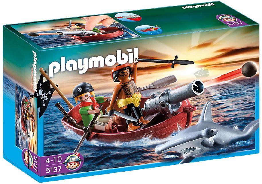 Barca cu vasle a piratilor cu rechin