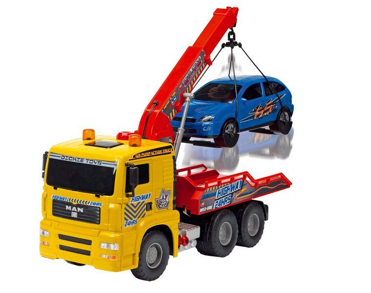 Camion trailer cu platforma si o masina