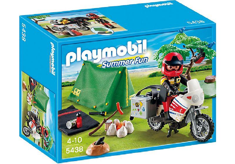 Motociclist la camping