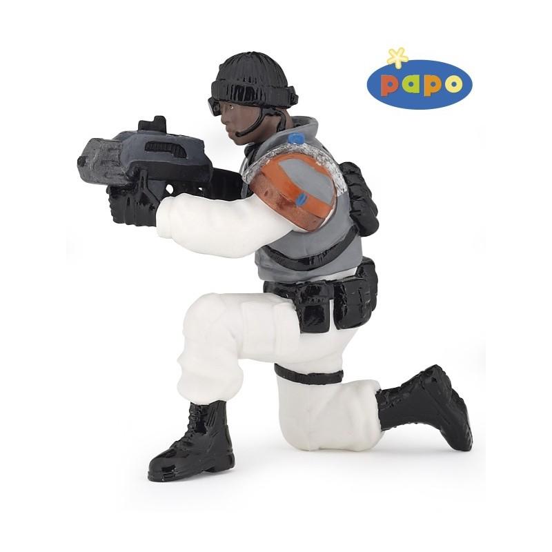 Figurina Papo,razboinic cu laser,alb