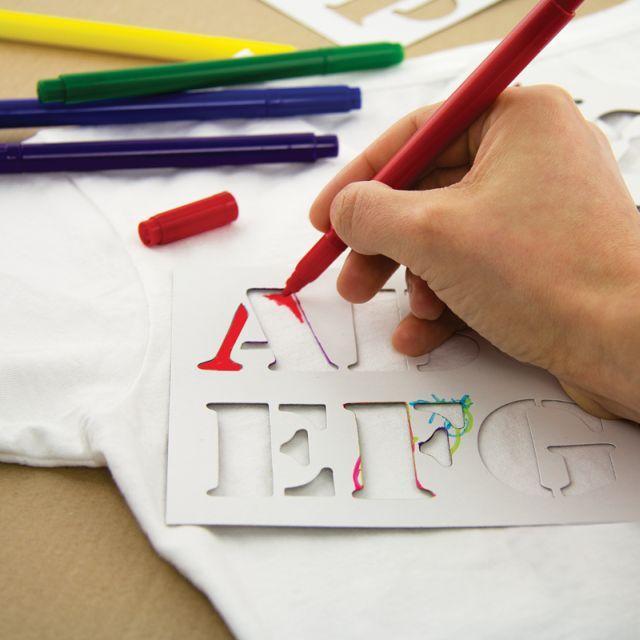 Set markere si sabloane pentru tricouri