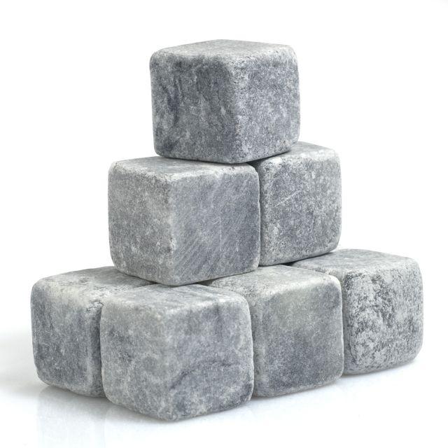 Cuburi din piatra pentru bauturi