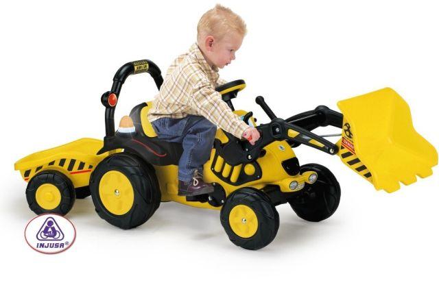 Tractor excavator cu remorca...