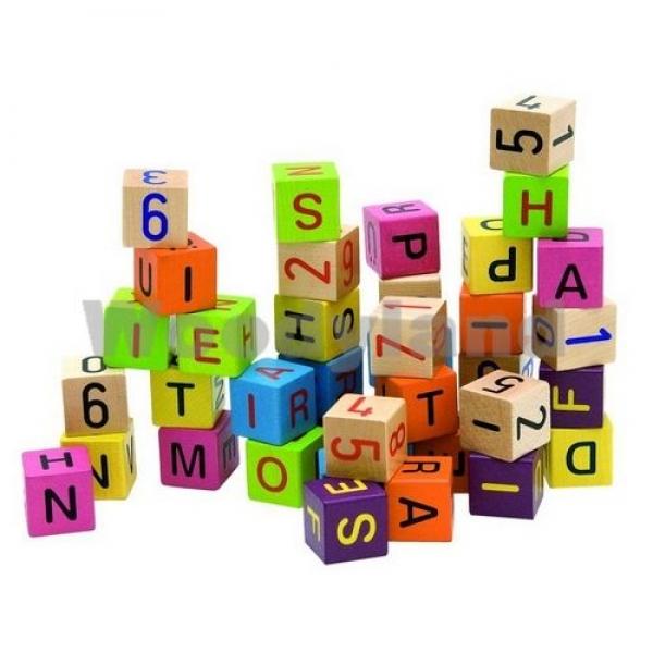 Cuburi colorate cu litere si cifre