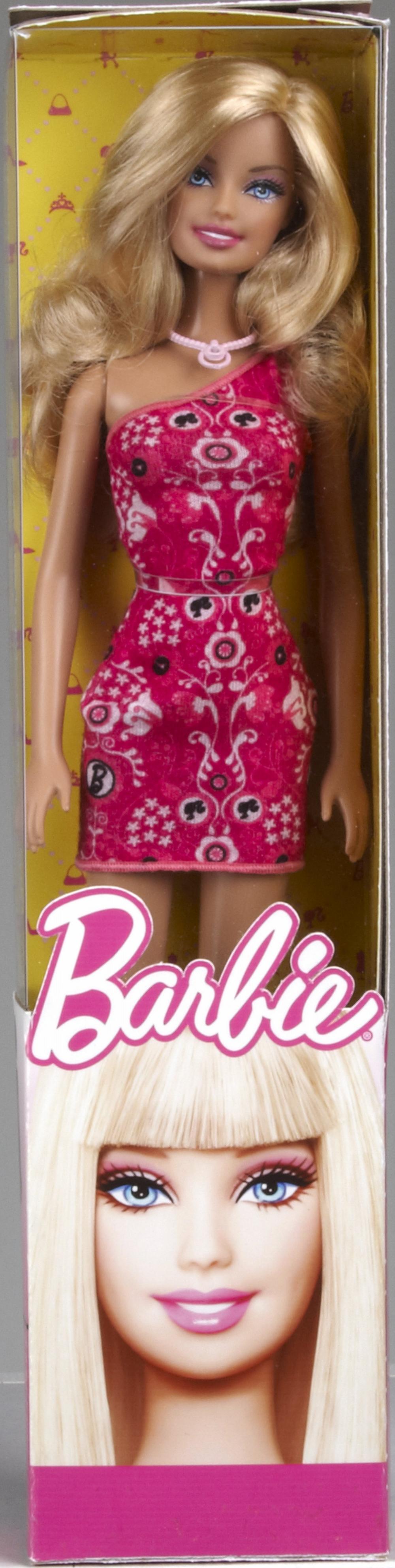 Papusa Barbie clasic, diverse modele