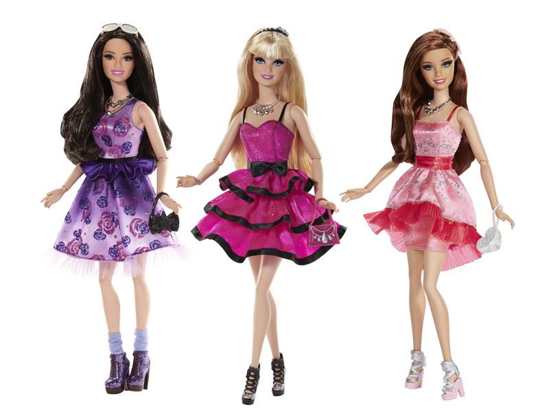 Papusa Barbie iese in oras, CCM02