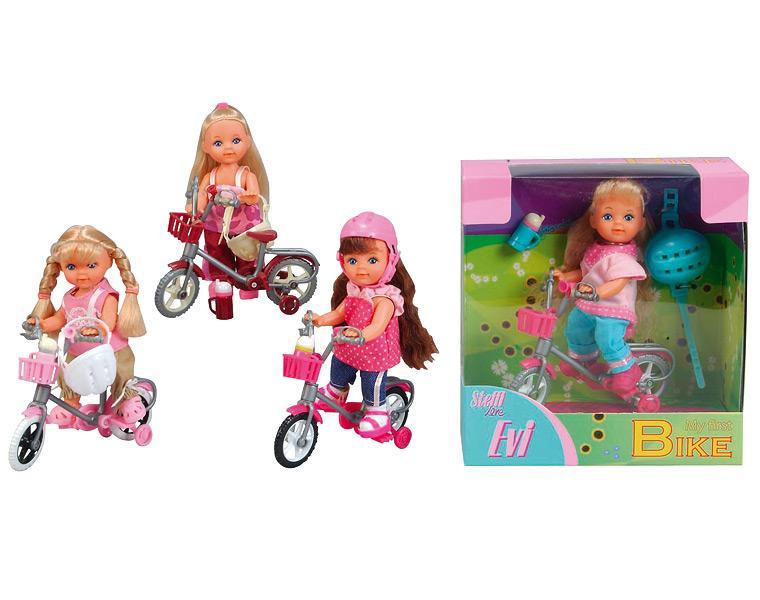 Papusa Evi cu bicicleta si casca