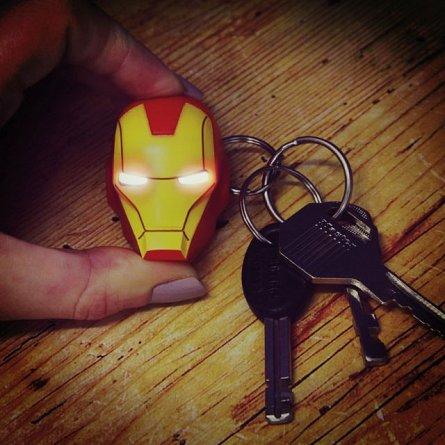 Breloc cu lanterna LED - Marvel Iron Man