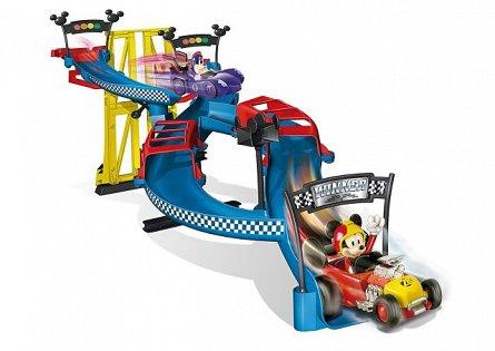 Pista de curse,Mickey si pilotii de curse