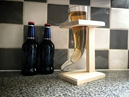 Pahar Viking Beer Horn cu stand, sticla, 480ml